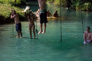 Tham Poukham, La Laguna Azul