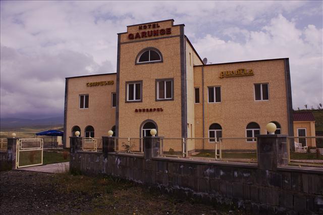 Qarunge Hotel