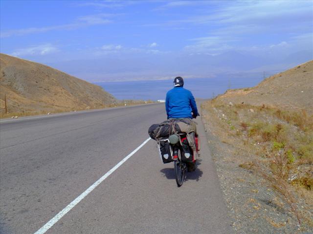 Cycling down towards the Toktogul reservoir