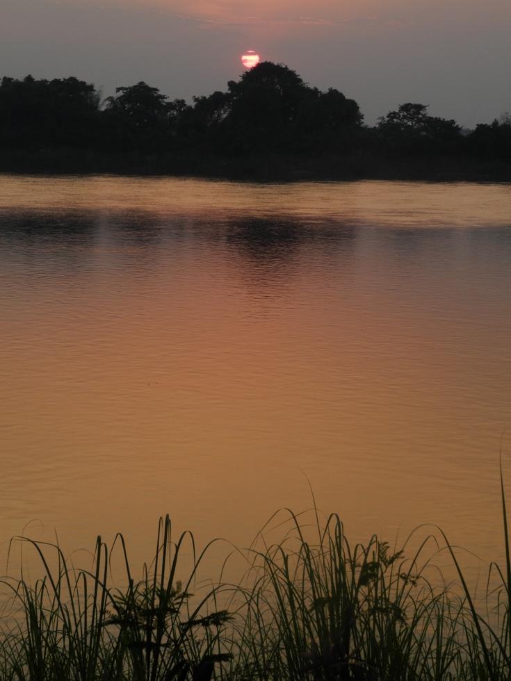 Abendstimmung am Mekong in Phon Phisai, Thailand