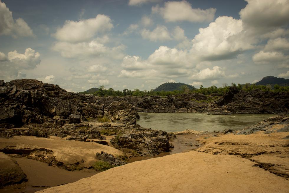 A sandy beach close to the Li Phi waterfalls.