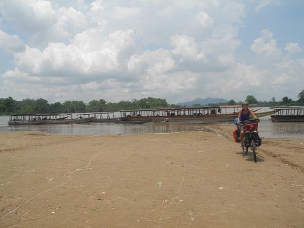 Am Pier im letzten Dorf am Festland: Ban Nakasang