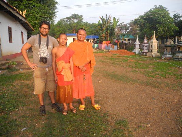 Zwei der jungen Mönche am Morgen danach