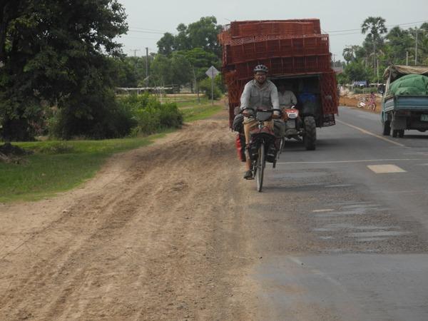 Kistentransport in Kambodscha