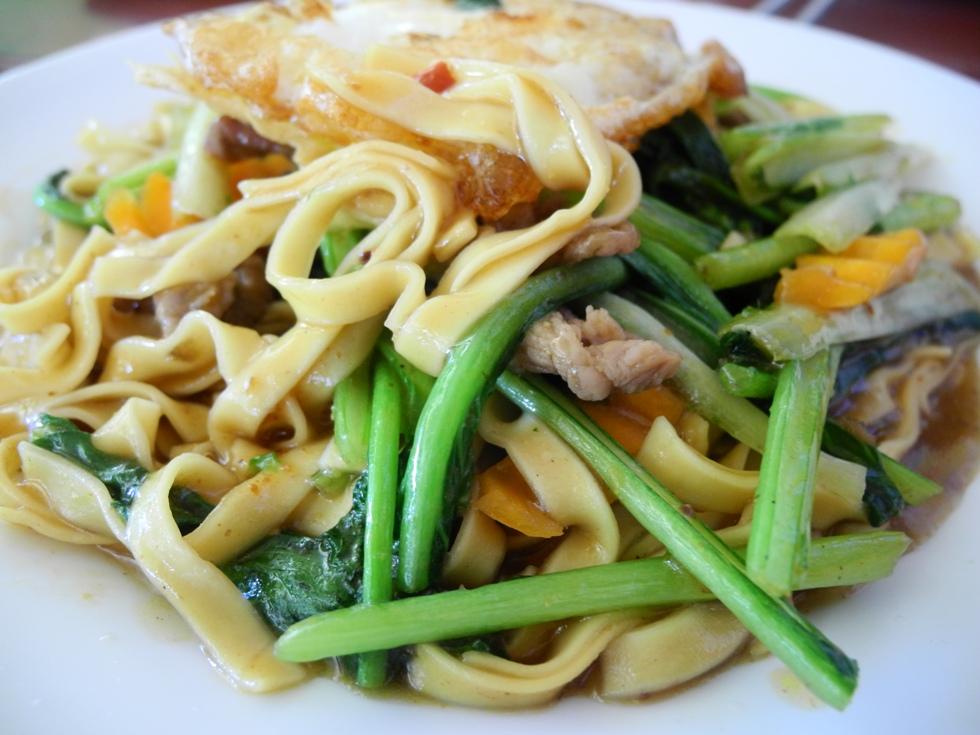 Khmer food: Freshly prepared fried noodles with egg