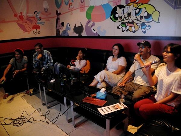 Karaoke auf die chinesische (und Malaysische) Art: jede Karaokegruppe bekommt einen eigenen Raum zum Singen.