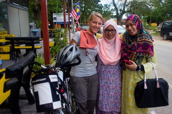 Wanwan and Tash want to travel by bike
