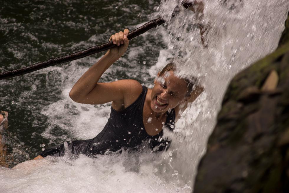 Annika disfruando del agua.