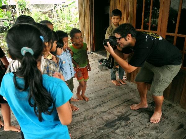 Die Kinder strahlen in die Kamera ...