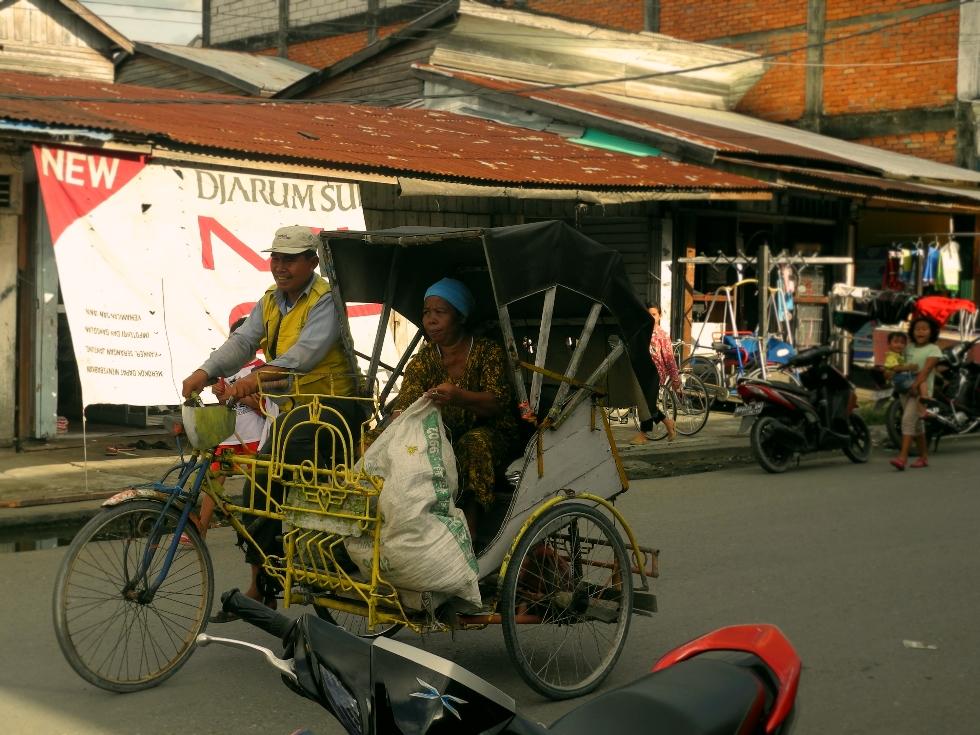 Taxifahrer in Kuala Tungkal, Jambi, Sumatra, Indonesien