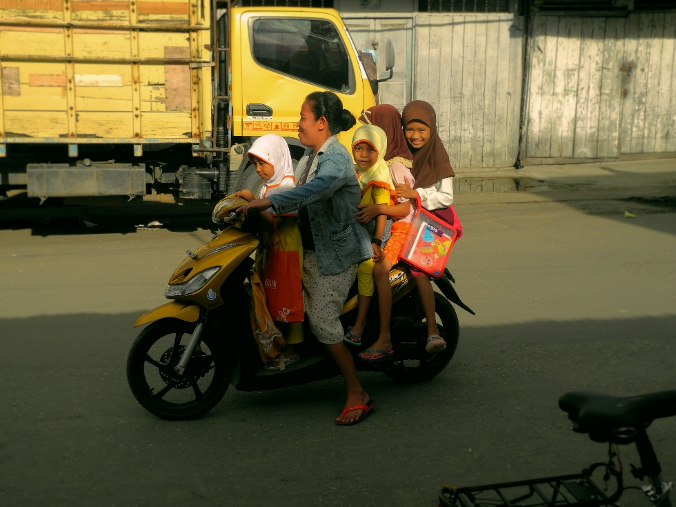 Familienausflug mit dem Mofa