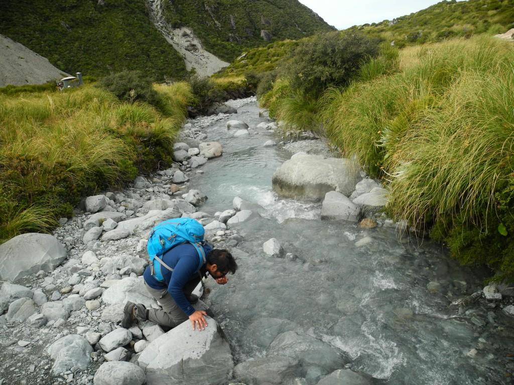 Schmeckt ein bisschen nach Geröll - frisches Gletscherwasser
