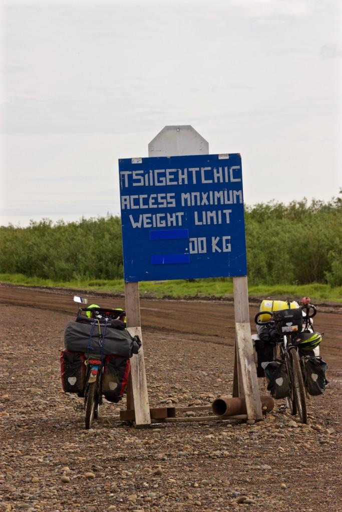 Mackenzie River Ferry to Tsiigehtchic