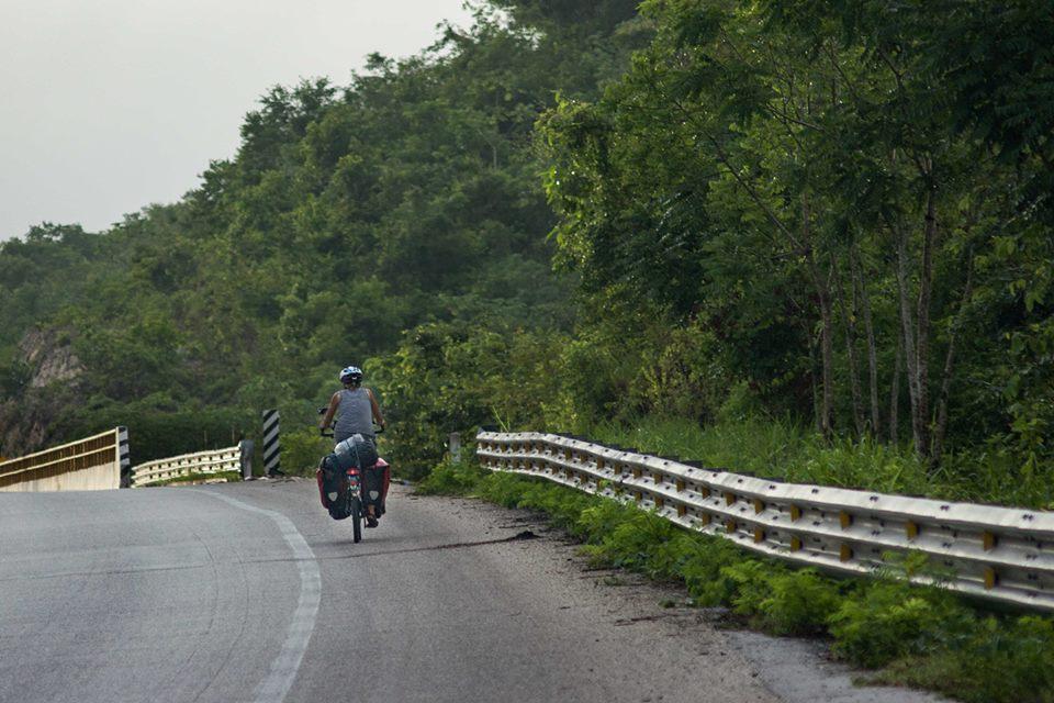 Mit dem Fahrrad durch den Dschungel