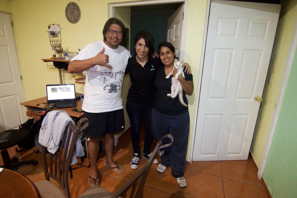 Judith, Edith y Yo en su casa y su gatito.