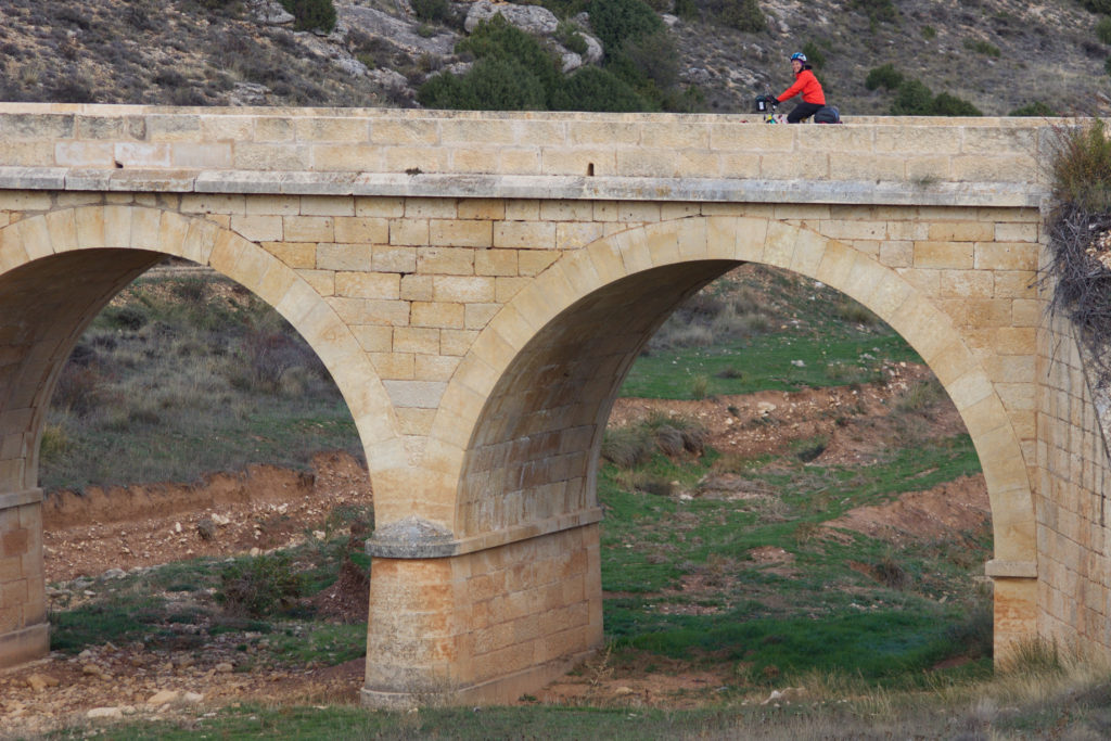 Alte Brücke in Castilien-La-Mancha oder Aragonien