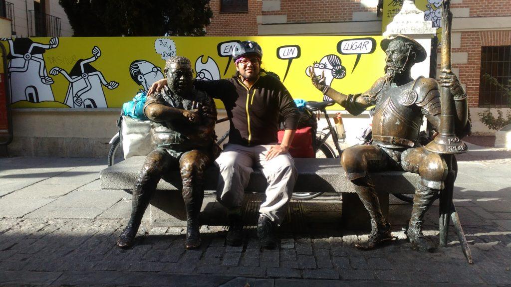 In Alcalá de Henarez sitzt Roberto auf Cervantes' Bank.