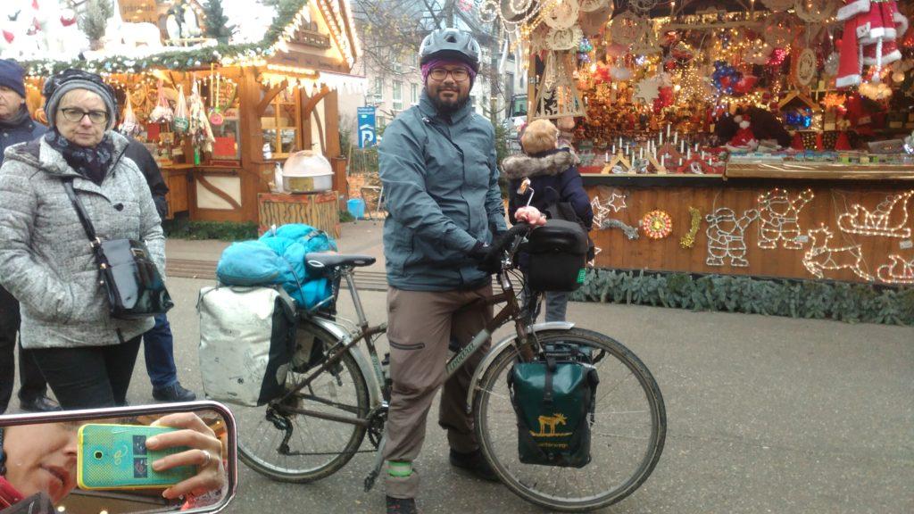 Roberto auf dem Weihnachtsmarkt in Karlsruhe