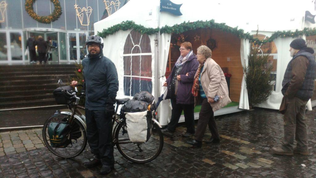 Roberto auf dem Weihnachtsmarkt in Köln