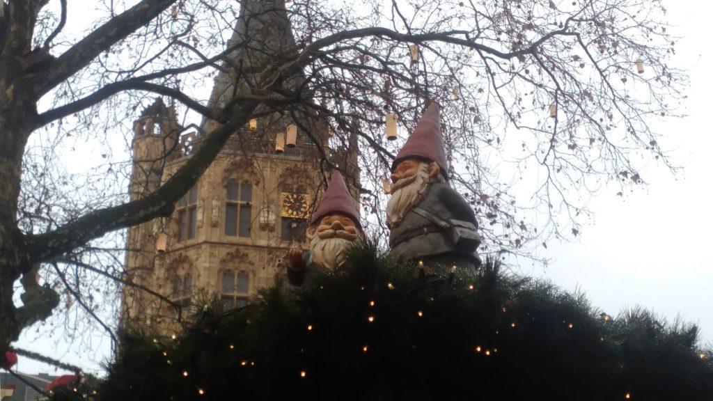 Cologne Christmas market with Heinzelmännchen