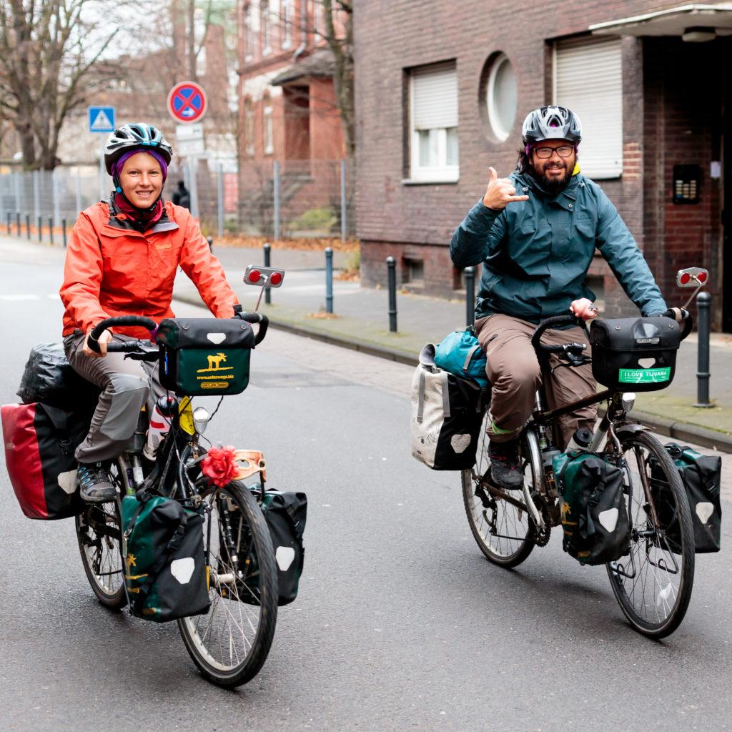 Annika und Roberto auf dem Weg von Gelsenkirchen nach Düsseldorf. Foto von Patrick.
